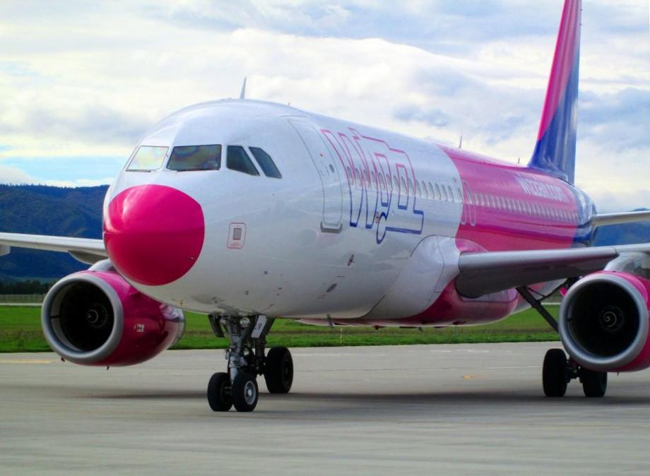 Alertă cu bombă într-un avion al companiei WizzAir. Aeronava a aterizat de urgență pe Otopeni
