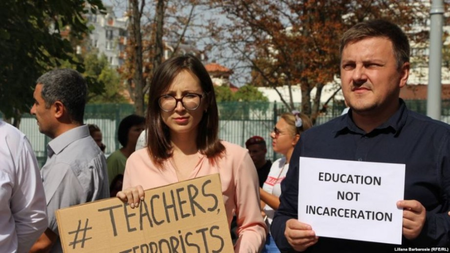 Directoarea unui liceu din Capitală va fi sancționată pentru că elevii din școală au participat la un protest în timpul orelor