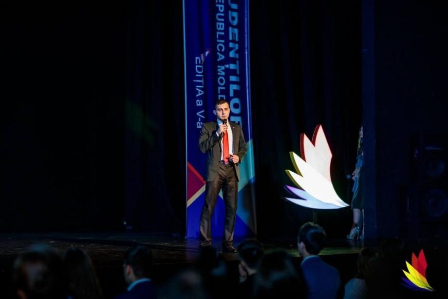 Tânărul din Moldova, Cristian Cartofeanu, îți povestește cum poți obține trei programe de burse în străinătate care îți acoperă toate cheltuielile