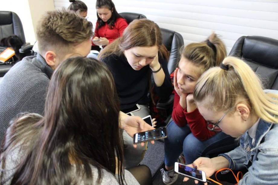 """Ești interesat/ă de domeniul media? Participă la proiectului """"Sporirea rolului cetățenilor în mass-media națională prin educație pentru media în școli"""""""