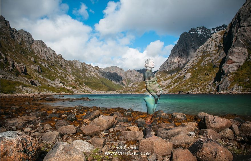 The-Landscapes-Within-by-bodypainter-and-photographer-Vilija-Vitkute-5bb235895f38c__880
