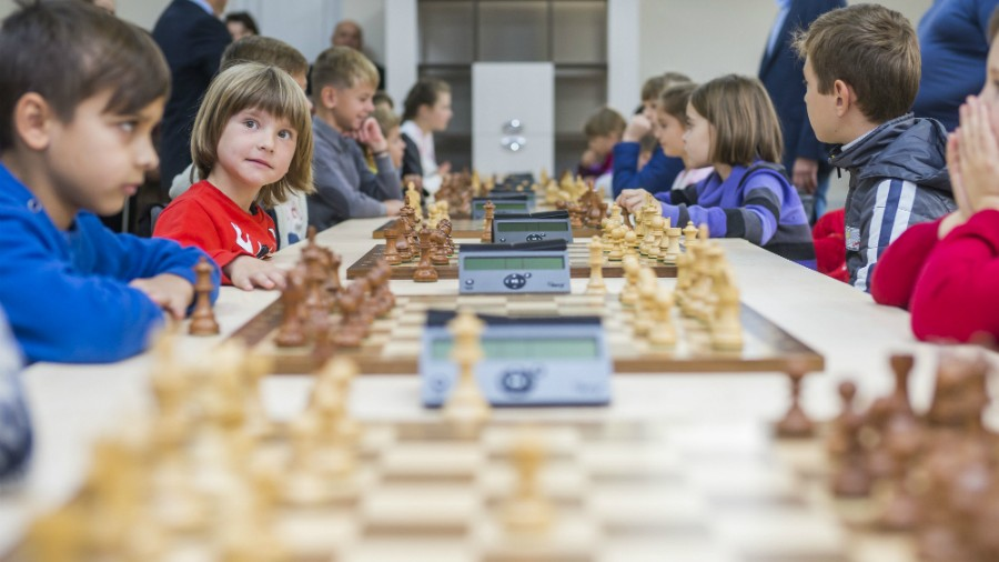 (foto) Copii din Rîbnița și Rezina pot practica șahul în cadrul celor două instituții renovate de Uniunea Europeană