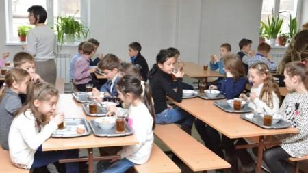 (foto) 200 de copii din Rezina au participat la diferite activități interactive-educative și au învățat regulile de circulație