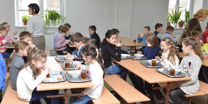 Părinții vor putea monitoriza online meniul școlar al copilului său. Un expert lituanian va contribui la îmbunătățirea sistemului de alimentație în școli