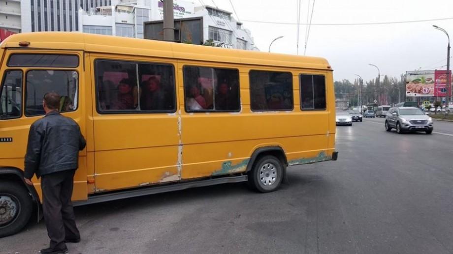 (foto) Autobuzele cu care au venit oamenii în PMAN au împânzit centrul Chișinăului