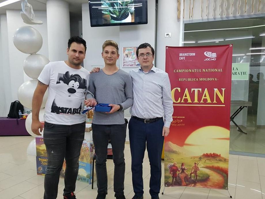 """(foto) Cine este tânărul care va reprezenta Moldova la Campionatul Mondial al """"Coloniștilor din Catan"""""""