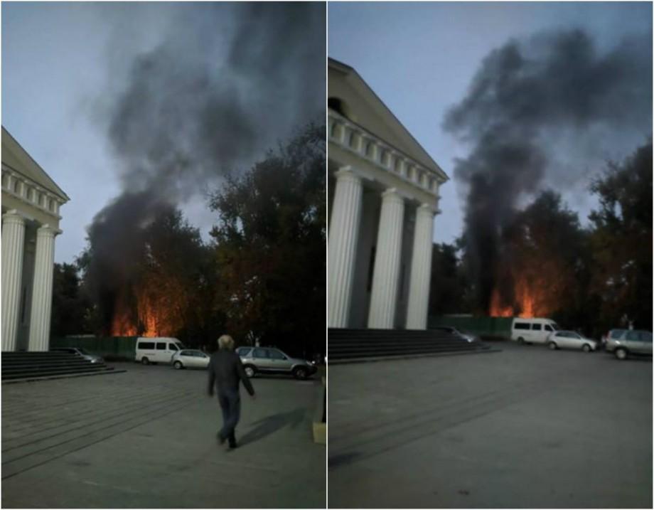 (foto) O clădire din spatele Catedralei din Chișinău a ars. Detalii despre incendiu