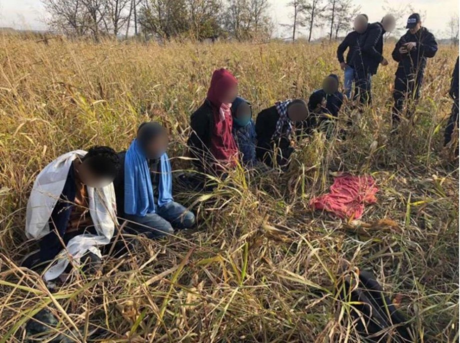 Șapte bărbați și un minor din Bangladesh intenționau să treacă Prutul. Poliția de frontieră i-a reținut