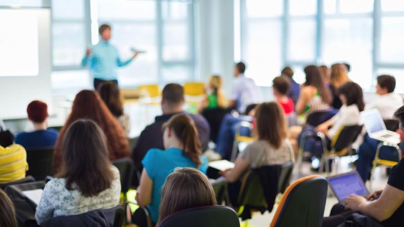 """Participă la cea de a doua ediție a proiectului """"iExpert 2.0"""" și dezvoltă-ți abilitățile de lider"""