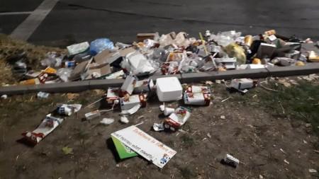 (foto) Lucrările de curățare a locului exploziei din blocul de la Rîșcani au fost finalizate. 29 de persoane rămân cazate la Spitalul Feroviar