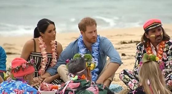 (video) Prințul Harry și Ducesa Meghan au încălcat protocolul în timpul vizitei în Australia. Cum au venit îmbrăcați la o plimbare pe plaja Bondi
