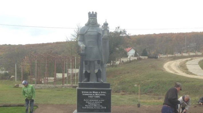 (foto) Pe teritoriul Mănăstirii Căpriana a fost edificat monumentul lui Ștefan cel Mare