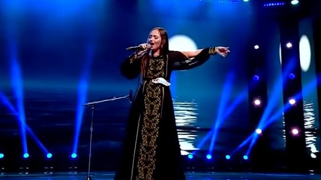 """(video) A interpretat piesa """"Lie Ciocârlie"""" cu vocea și la saxofon. O tânără din Ungheni a luat patru de """"da""""  la """"X Factor"""" România"""