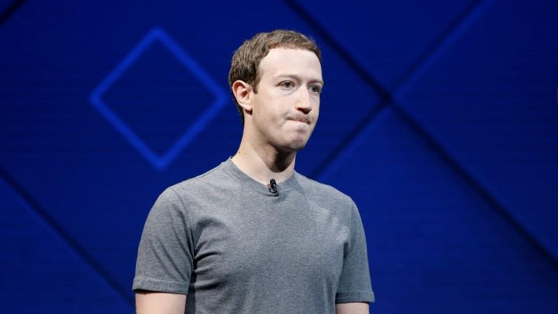 Acționarii lui Facebook doresc să-l dea afară pe Zuckerberg. Care este motivul