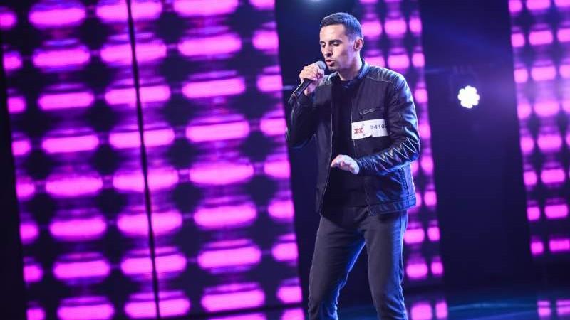 """""""Eu văd că de la bani îți crește temperatura"""". Un vlogger din Moldova a uimit jurații de la X Factor România cu o piesă de rap"""