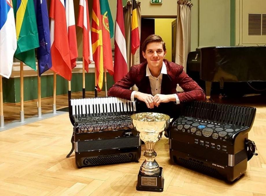 (foto) Muzicianul Radu Rațoi a devenit primul moldovean care a câștigat Cupa Mondială la acordeon