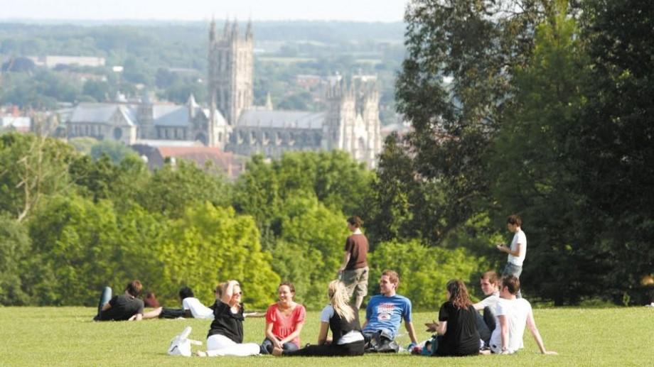 Vrei să faci un program de master în Marea Britanie? Înregistrează-te la bursa Chevening care-ți acoperă toate costurile de studii