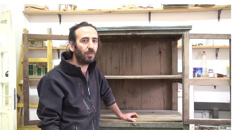 (video) Being 20. Povestea unui tânăr care reînvie trecutul strămoșilor săi prin repararea vechiului mobilier sirian