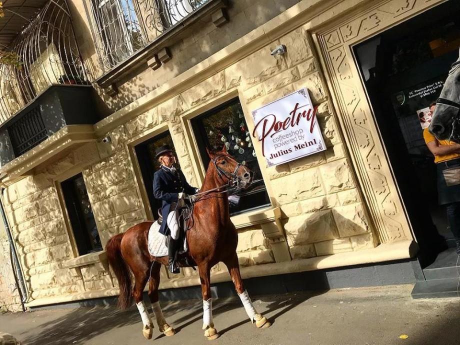 (foto) La Chișinău s-a deschis o cafenea dedicată poeziei. Unde o puteți găsi