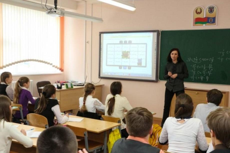 Educația pentru media a ajuns și în școlile cu predare în limba rusă. Peste 100 de profesori vor forma elevilor gândirea critică