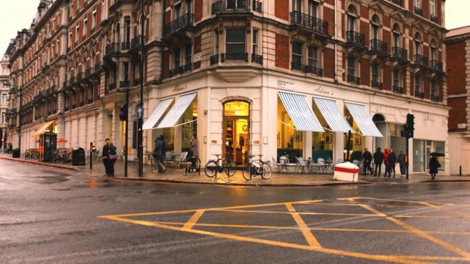 (video) Un tânăr din Moldova a deschis un restaurant care se află lângă Palatul Buckingham din Londra. Cum arată acesta