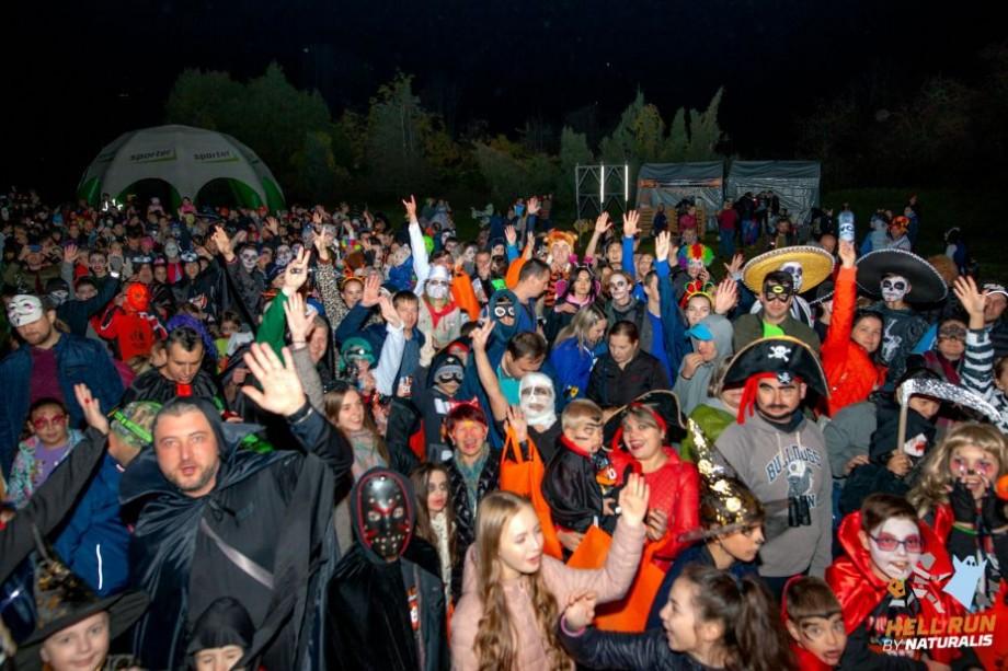 (foto) Fantome, vampiri, vrăjitoare și zombi s-au întrecut la singura cursă nocturnă din țară, Hell Run