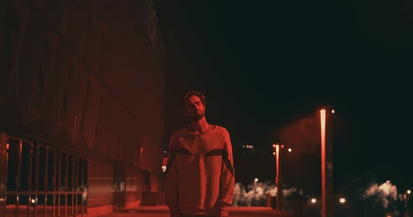 """(video) """"Și-am să alerg printre atâtea locuri unde de obicei era inima ta"""". Mihail a lansat piesa """"Dorul mă ia"""""""
