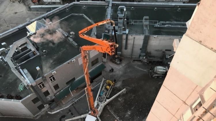 (foto) A fost restabilit cel de-al patrulea planșeu al blocului de la Rîșcani. Când vor putea reveni locatarii în locuințe