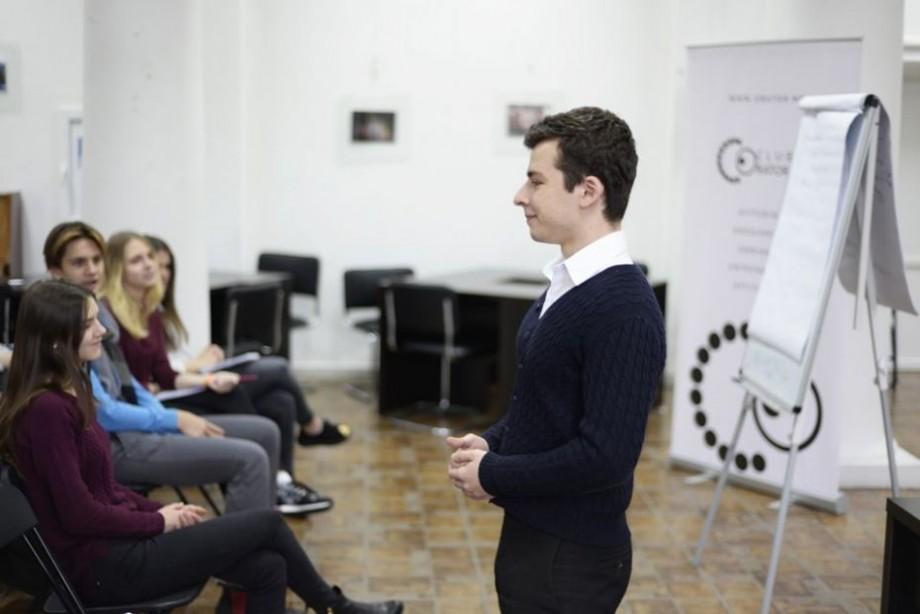 Vrei să înveți să vorbești în public? Înscrie-te la un nou program de instruire din cadrul Clubului Oratorilor