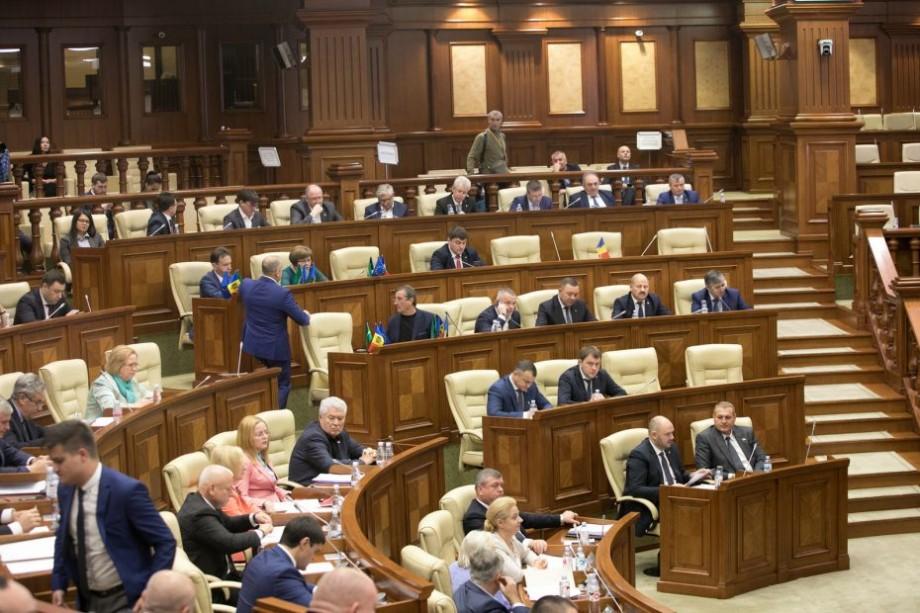 Cei care vând vor trebui să aibă grijă de deșeuri. Legea a fost votată în Parlament astăzi