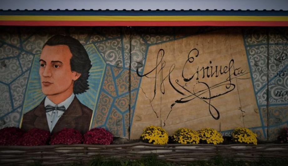 """(foto) """"Suntem români și punctum"""". O pictură murală cu fața lui Mihai Eminescu a apărut pe un perete din Ialoveni"""