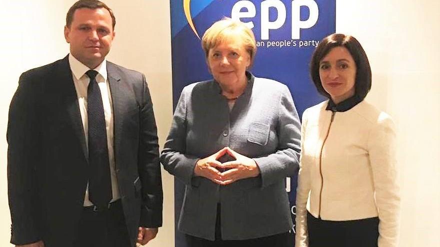 """Năstase, Merkel și Sandu s-au fotografiat în fața banner-ului PPE. Cancelarul german: """"Moldova a ajuns într-o situație dramatică"""""""