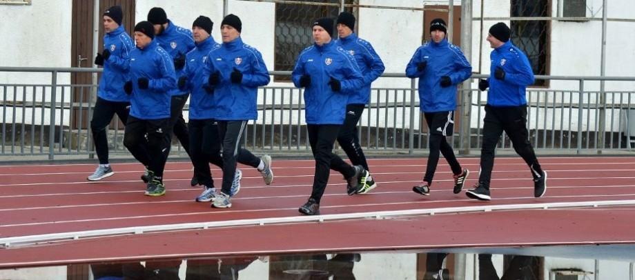 UEFA a delegat trei oficiali moldoveni la jocuri oficiale internaţionale. Cine sunt aceștia