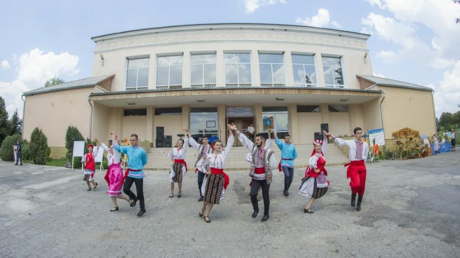 Locuitorii satului Carmanova au sărbătorit hramul în Casa de cultură. Renovarea a fost susținută de UE