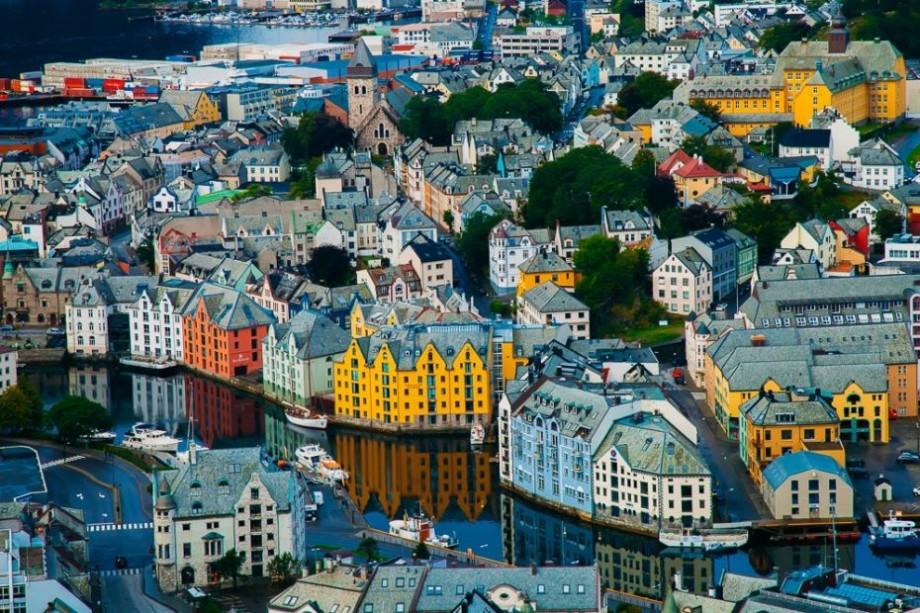 Studenții anului trei și doctoranzii de la UTM pot obține studii gratuite la o universitate din Norvegia