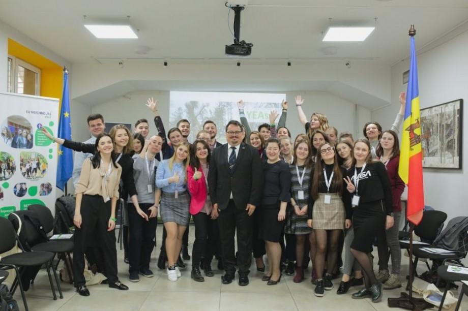 Vor interacționa cu tineri din Europa și vor reprezinta Moldova la nivelul UE. 51 adolescenţi au devenit Tineri Ambasadori Europeni