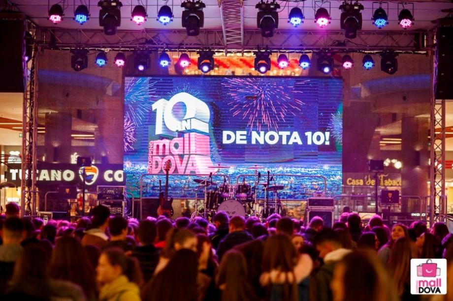 """(video) Aniversare de nota 10. Trupa """"The Motans"""", invitat special la ziua de naștere a Shopping MallDova"""