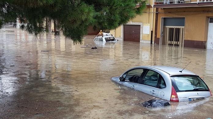 Inundații în Italia: Cel puţin 12 persoane au murit în urma furtunilor produse în Sicilia