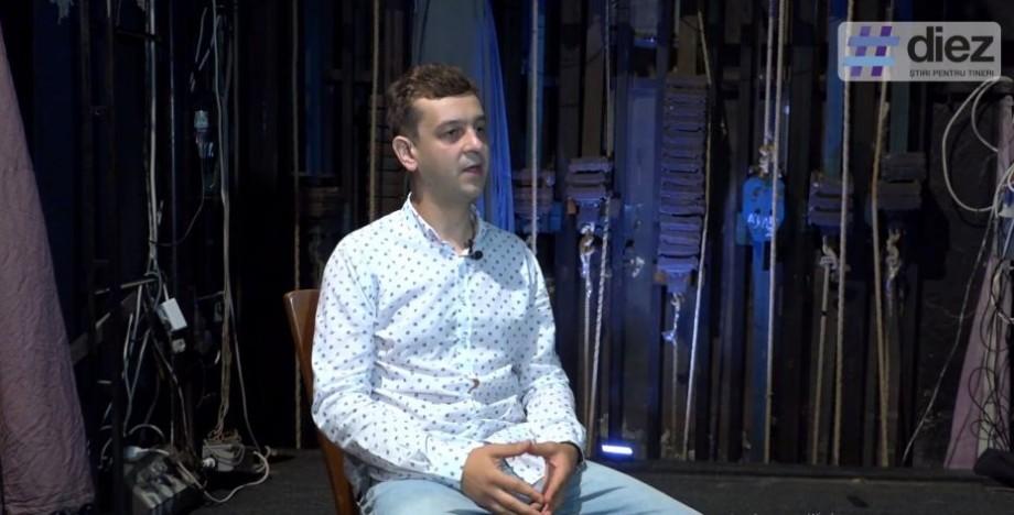 """(video) Stagiunea de vară. """"Chiar dacă ai avut odată un rol, nu te ajută la următorul"""". Ce este teatrul în viziunea tânărului actor Constantin Garbuz"""