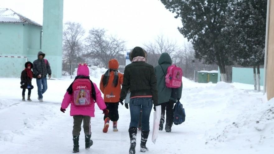(doc) 890 de elevi nu au mers astăzi la școală din cauza drumurilor înzăpezite şi lipsei curentului electric