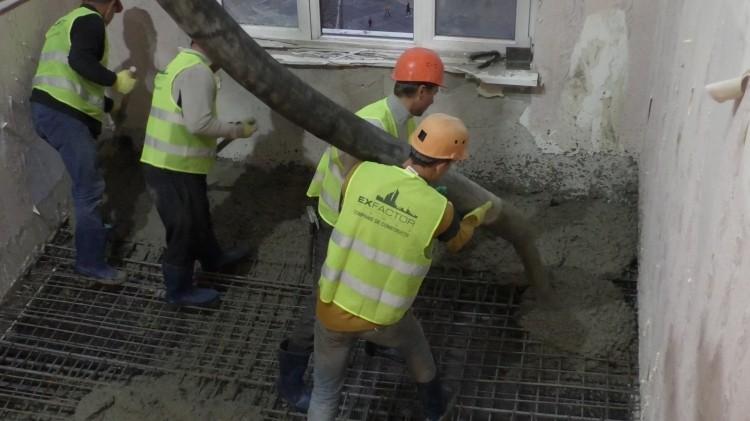 (foto, video) Primul planșeu al blocului de locuințe din bulevardul Moscova a fost realizat. Când vor fi turnate plăcile la următoarele nivele
