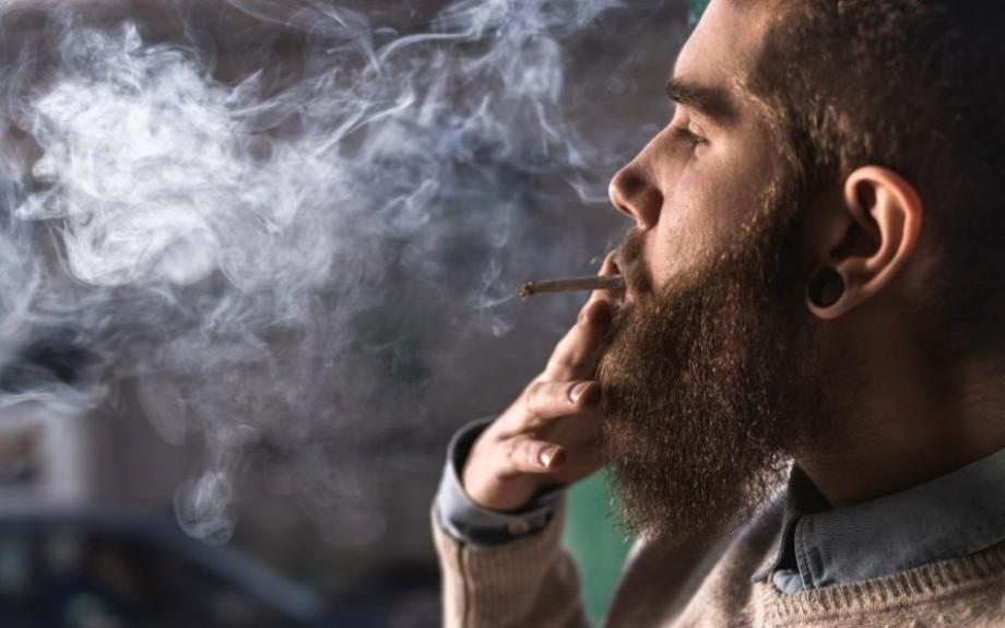 O companie din California angajează tineri care să călătorească și să fumeze marijuana pentru un salariu atractiv