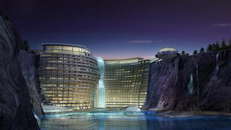 Construcția a durat aproape 10 ani şi a costat 250 de milioane de euro. În China a fost inaugurat primul hotel subteran din lume