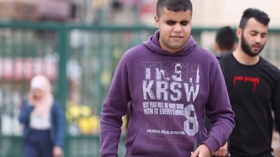 (video) Being 20. Este student la psihologie și iubește muzica. Cunoaște istoria unui tânăr orb din Palestina