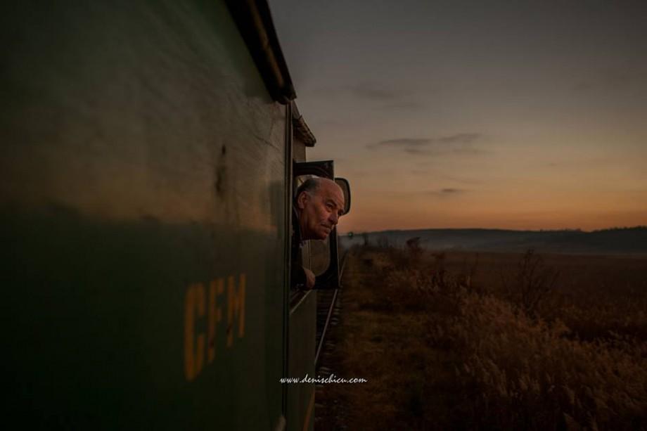 """(foto) """"Viața este o locomotivă"""". Fotograful Denis Chicu a surprins 24 de ore din viața unui conducător de trenuri"""