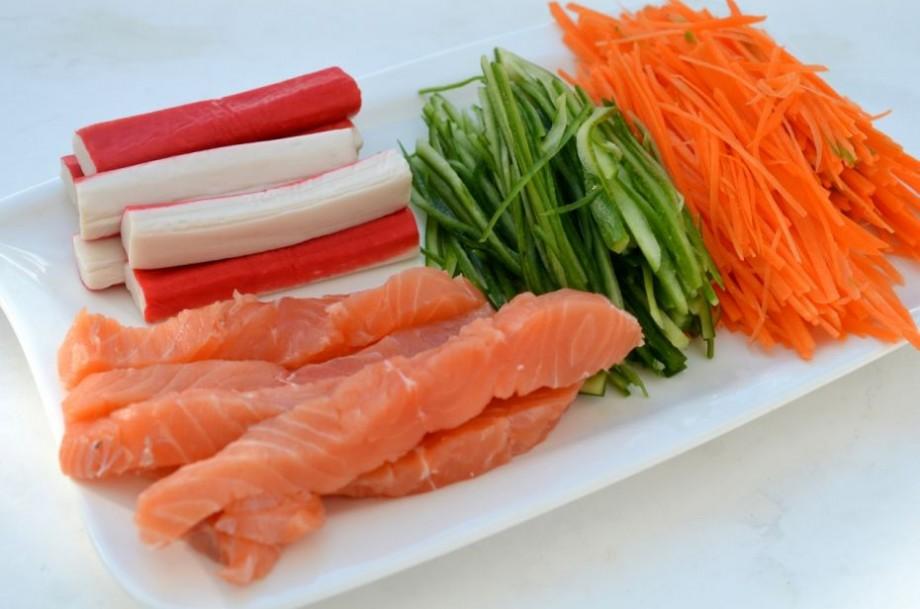 (video) Bastonașele de crabi nu conțin crabi, ci resturi de carne spălată și înălbită cu substanțe chimice