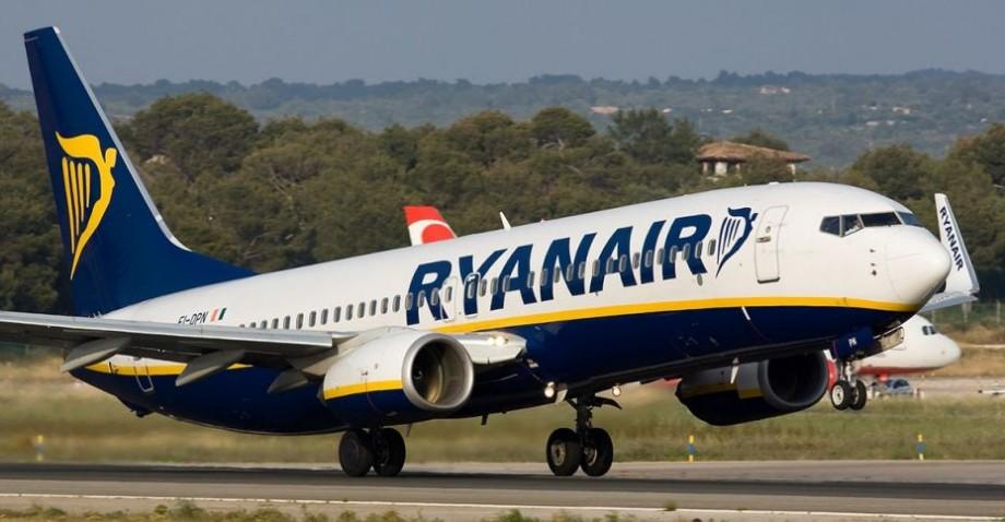 (foto) Șase angajați ai companiei Ryanair au fost concediați după ce o fotografie cu aceștia a ajuns virală pe internet