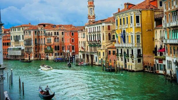 Top 10 destinaţii turistice care ar trebui evitate în anul care vine. Printre ele sunt și 2 orașe europene