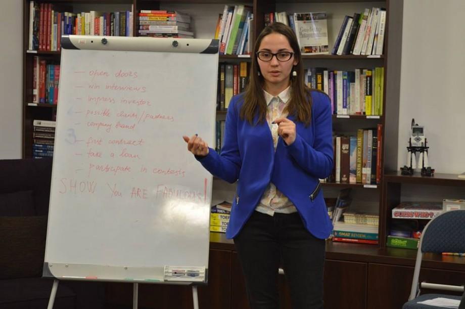 """O tânără din Moldova se lipsește de nominalizarea la """"Femeia Anului 2018"""" pentru a motiva oamenii să doneze o masă caldă copiilor"""