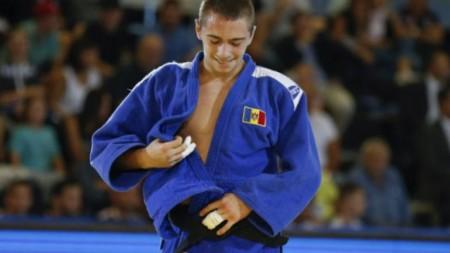 (foto) Sportivii moldoveni, premiați la Olimpiadele internaționale, au primit diplome de onoare de la Igor Dodon